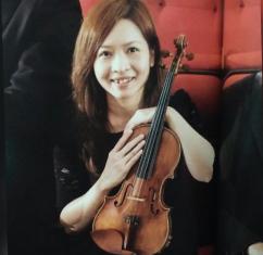 何卓爾老師 Chloe Ho  (小提琴/鋼琴導師)